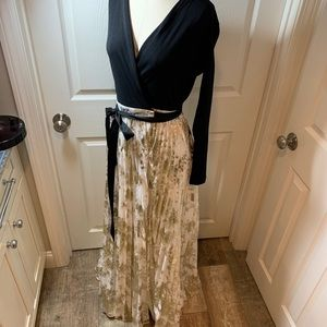 LuLaRoe Deanne Wrap Dress Woman's size XS